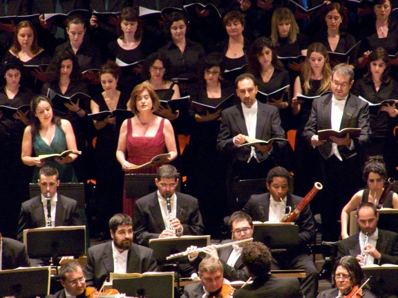 Elena Gragera actuando con la Orquesta de Extremadura en el Palacio de Congresos de Cáceres el 28 de mayo de 2011.  Beethoven 9ª Sinfonía.